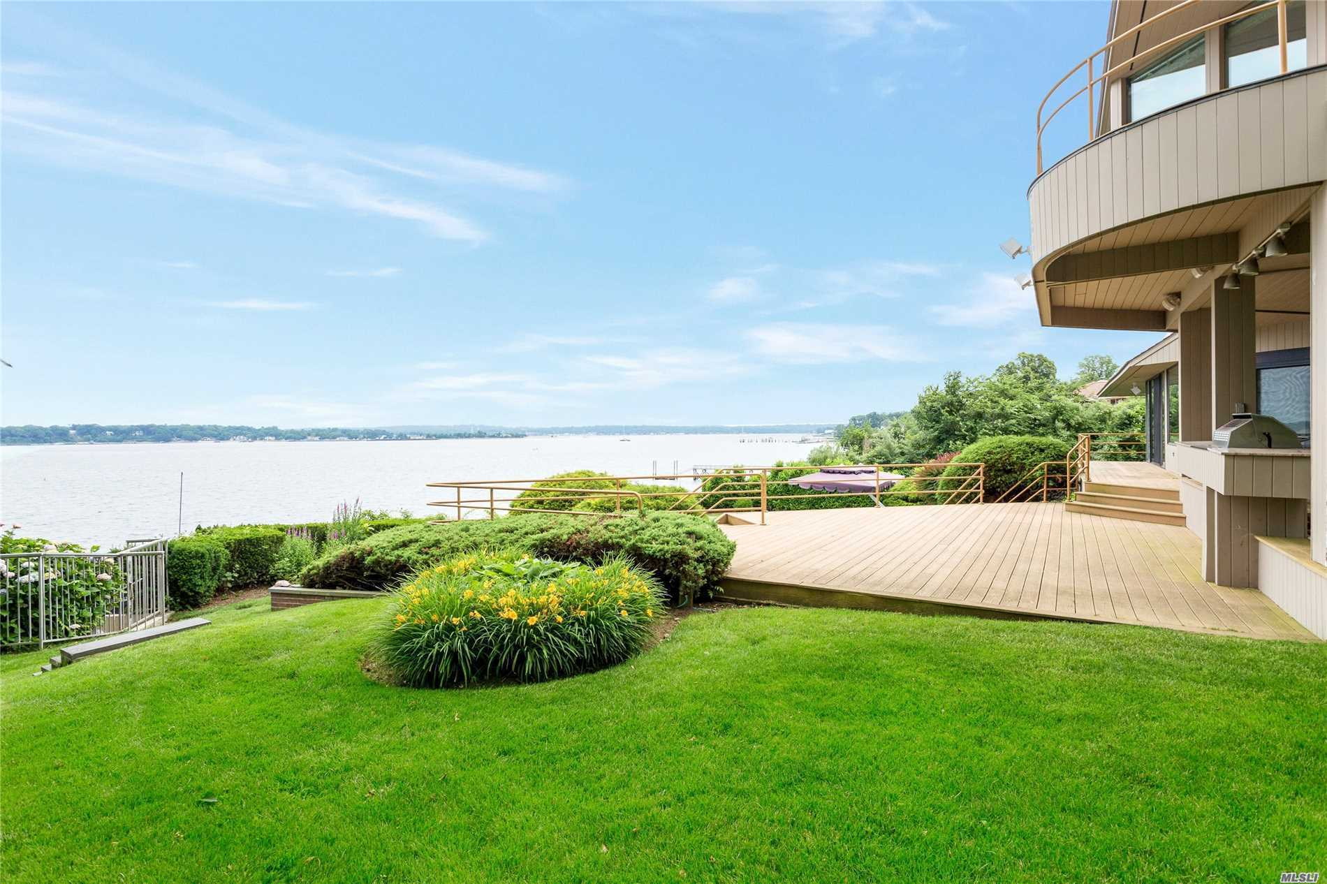 Photo of home for sale at 15 Gatsby Ln, Kings Point NY