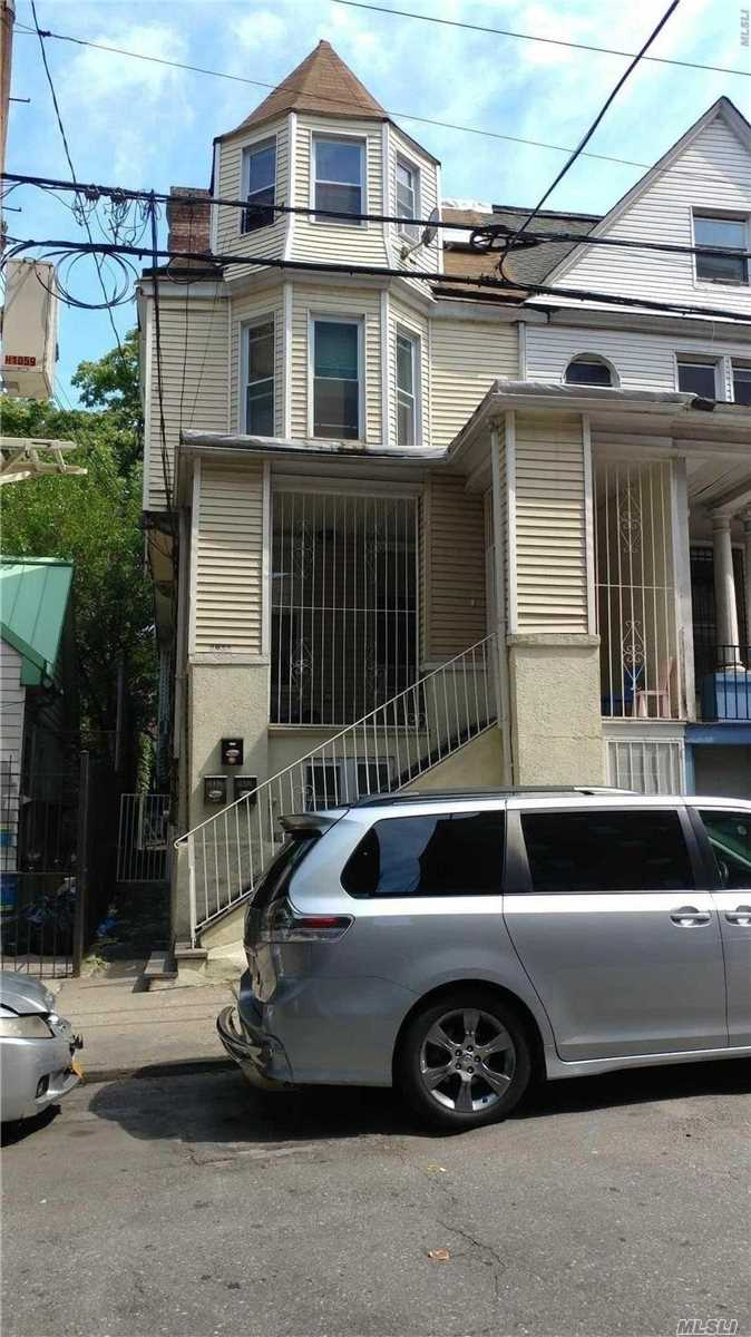 Photo of home for sale at 2932 Valentine Ave, Bronx NY