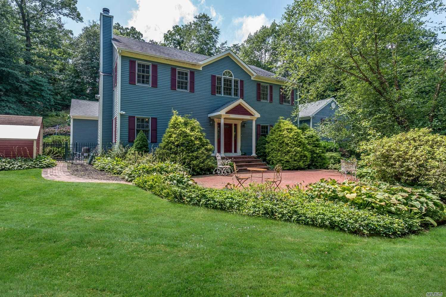 Photo of home for sale at 147 Cove Rd, Oyster Bay Cove NY