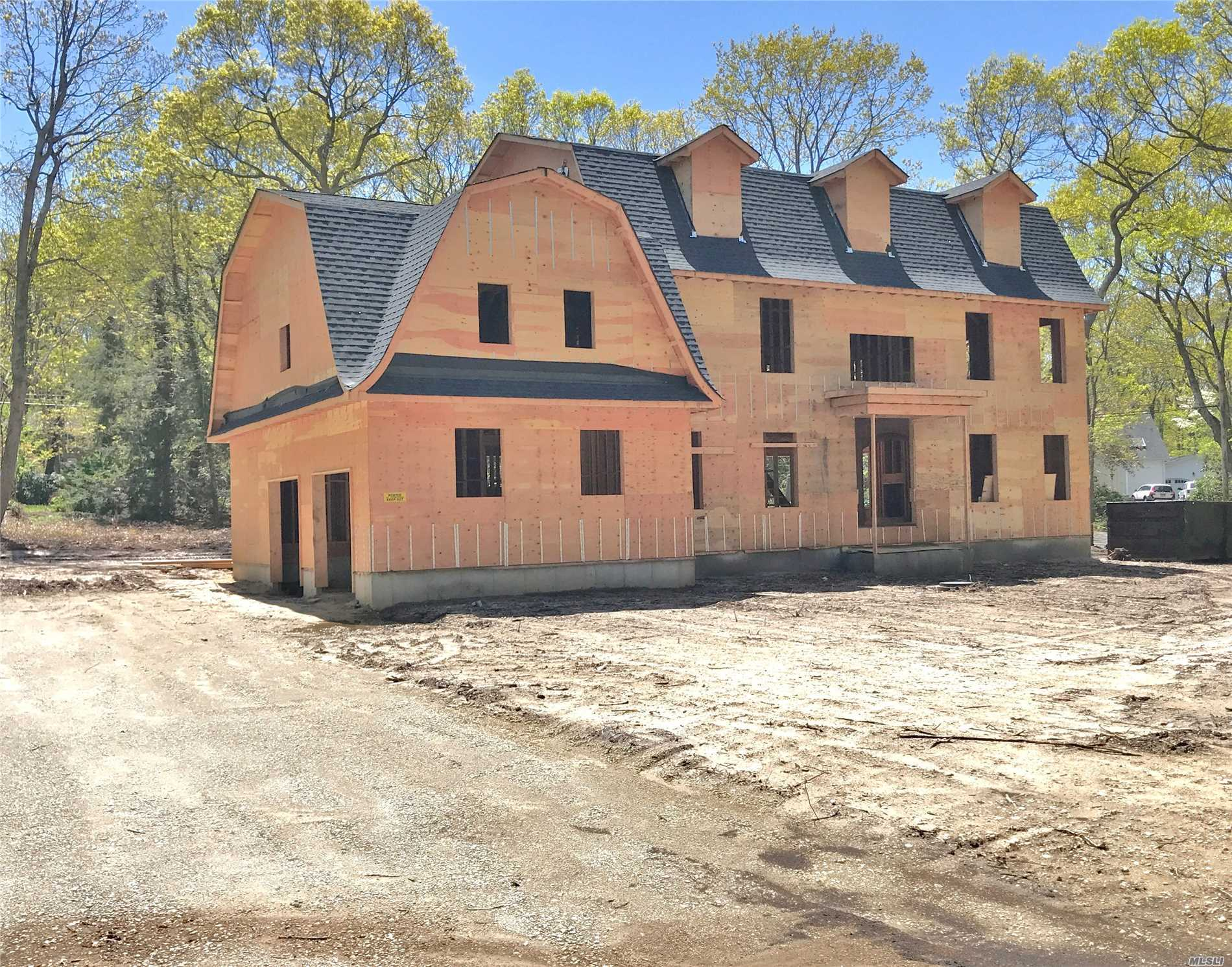 Photo of home for sale at 6 Southgate Rd, Setauket NY