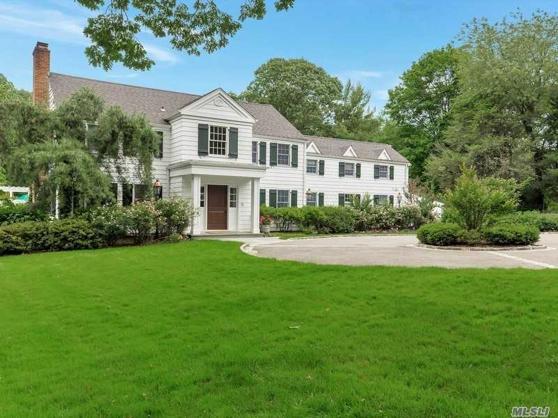 Photo of home for sale at 32 Meadowood Ln, Brookville NY