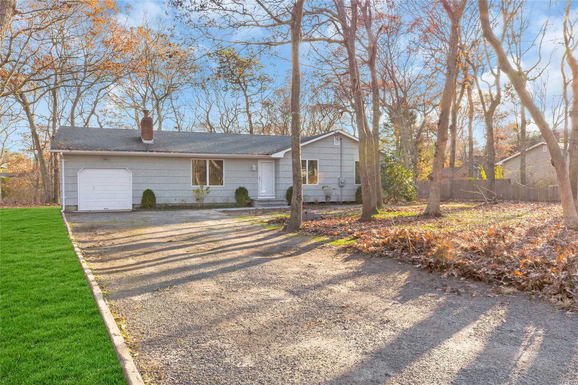 Photo of home for sale at 51 Ocean Ave, Hampton Bays NY
