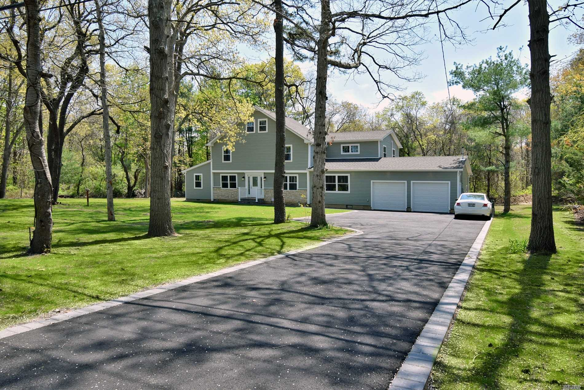 Photo of home for sale at 2078 Motor Pky, Hauppauge NY