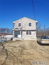 Photo of home for sale at 4 Center Dr, Amityville NY