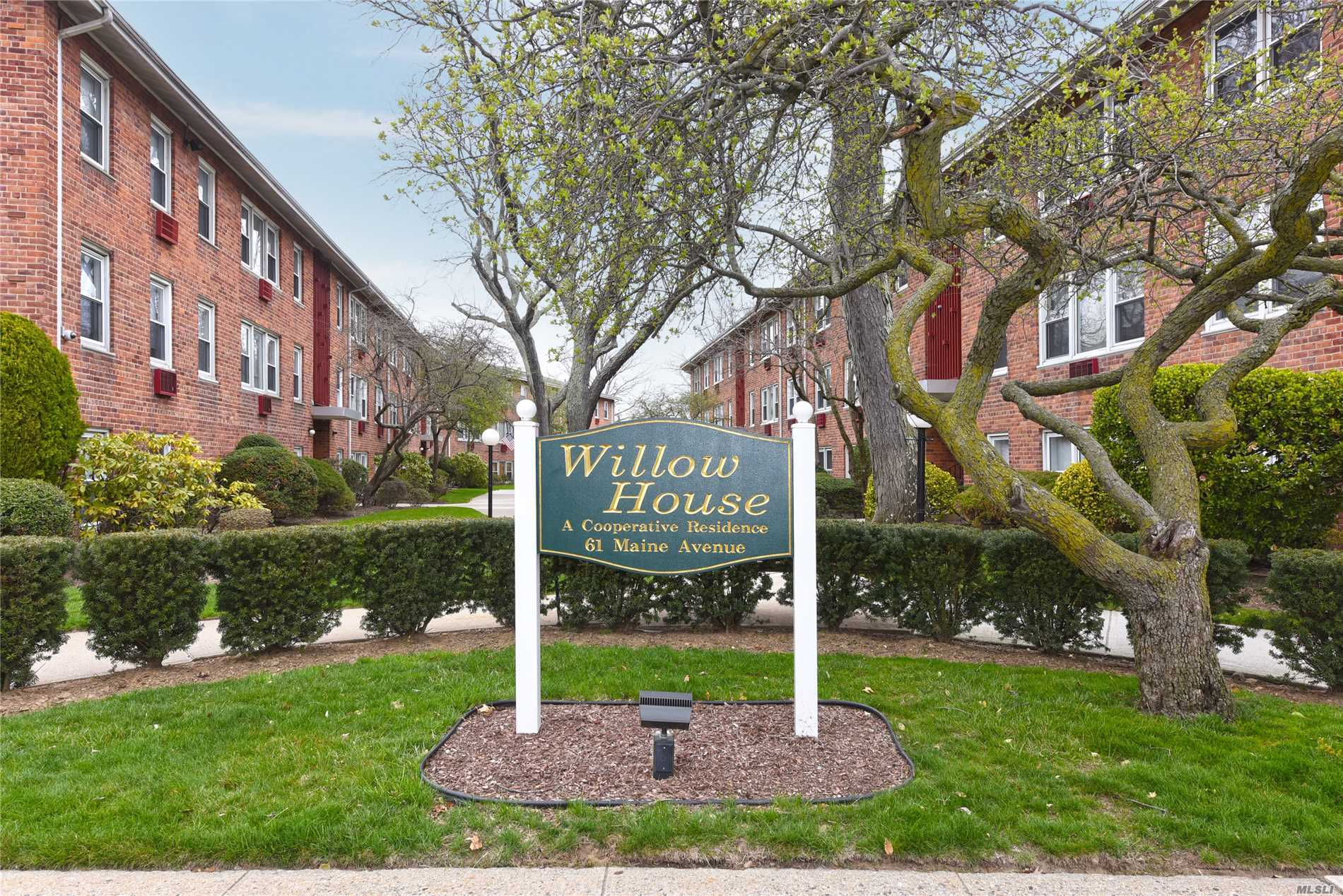 Property for sale at 61 Maine Ave, Rockville Centre,  NY 11570