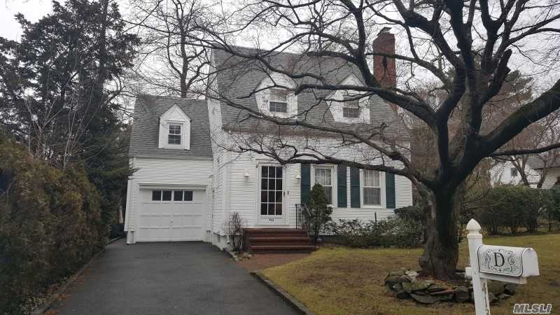Photo of home for sale at 413 Maple St, West Hempstead NY