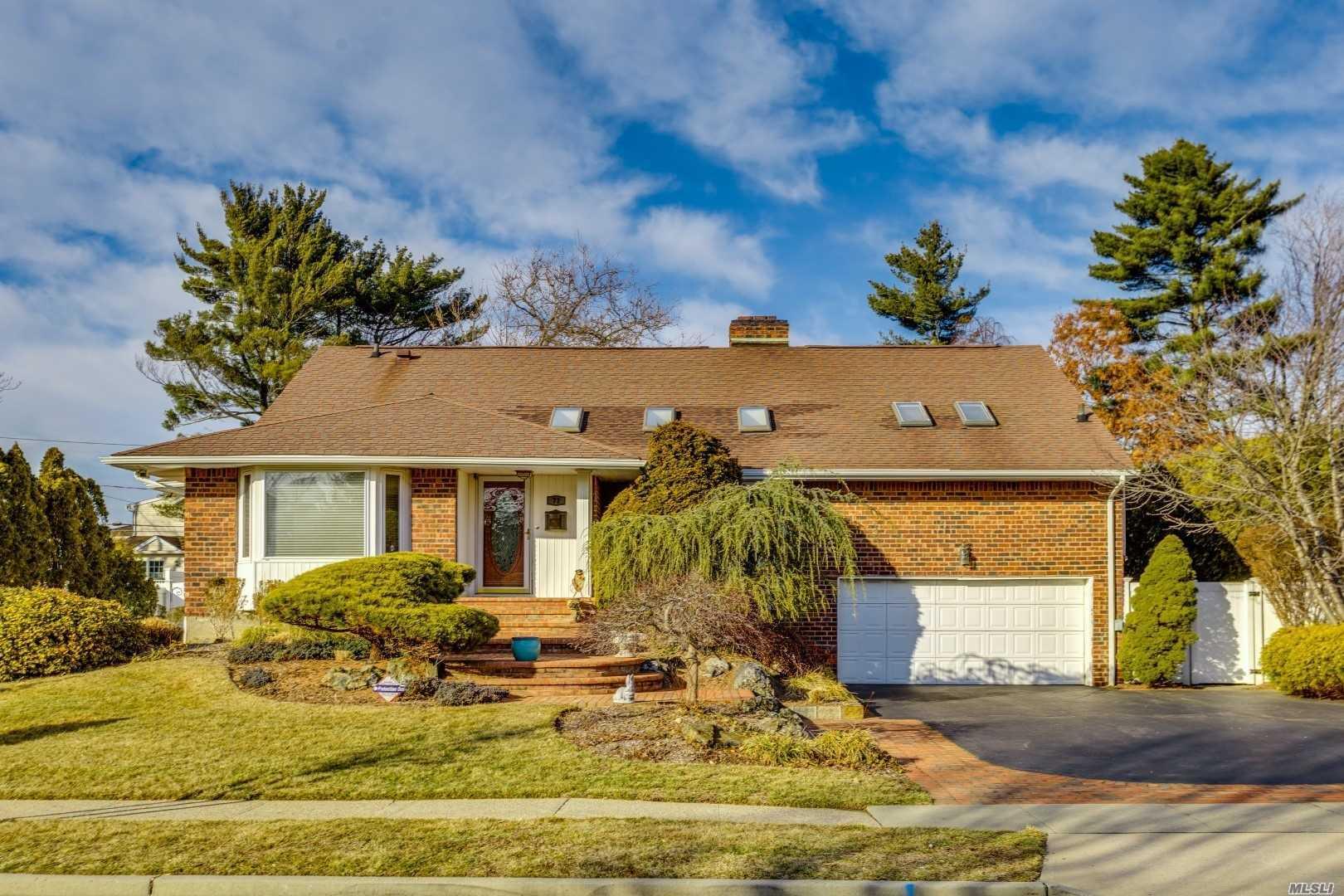 Property for sale at 71 Birchwood Park Dr, Jericho,  NY 11753
