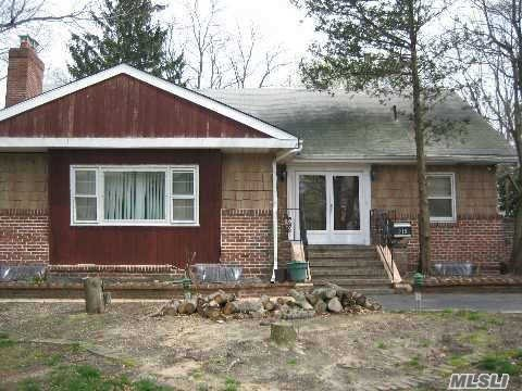 Photo of home for sale at 215 Gibbs Rd, Central Islip NY