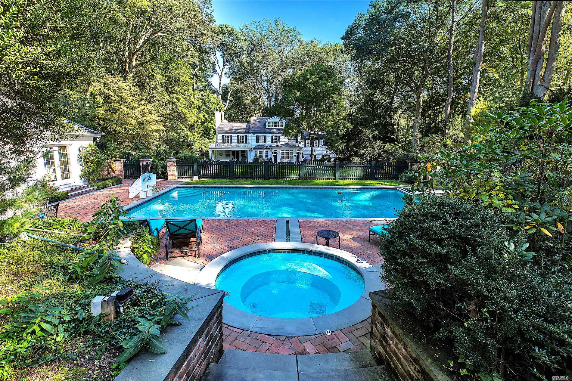 Photo of home for sale at 69 Dogwood Ln, Locust Valley NY
