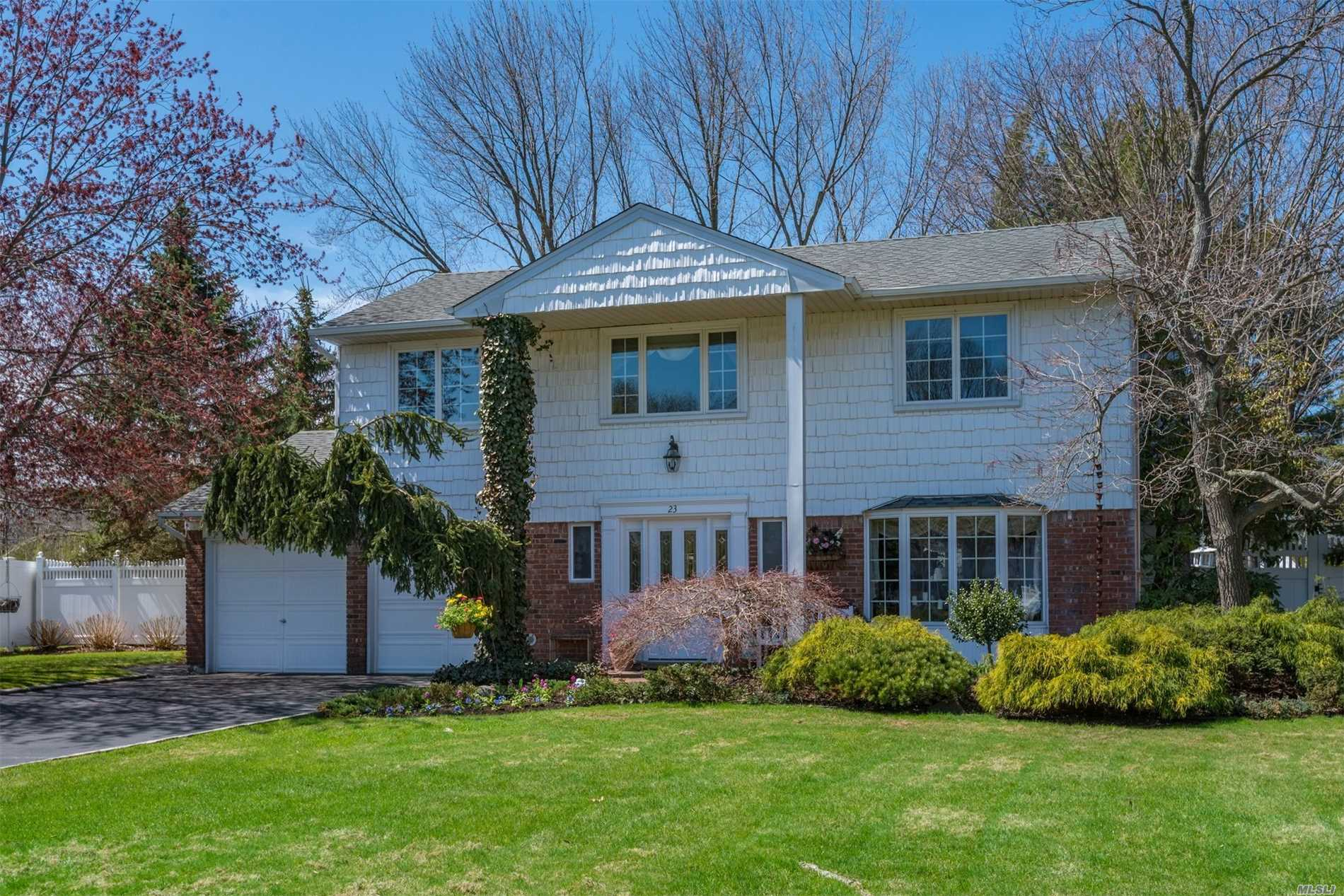 Photo of home for sale at 23 Medford Ln, East Northport NY