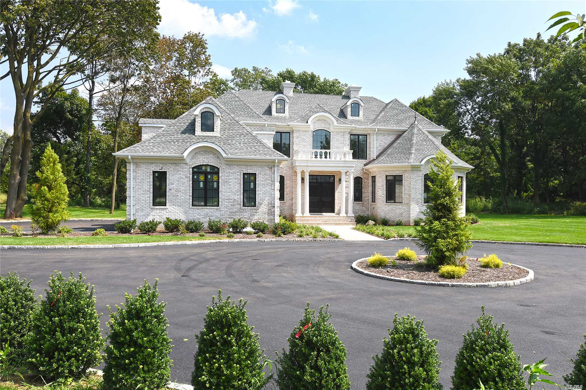 Photo of home for sale at 2 Arborfields Ct, Old Westbury NY