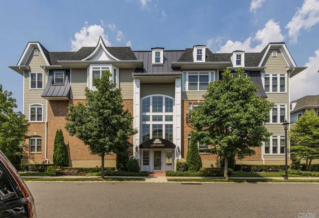 Property for sale at 124 Shady Ln, Westbury,  NY 11590