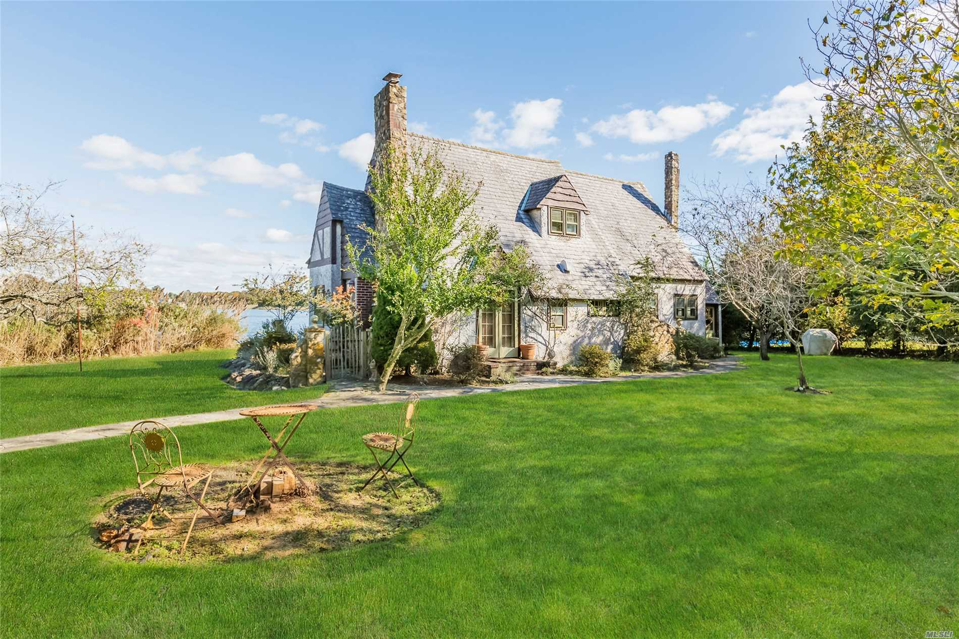 Photo of home for sale at 123 Paquatuck Ave, East Moriches NY