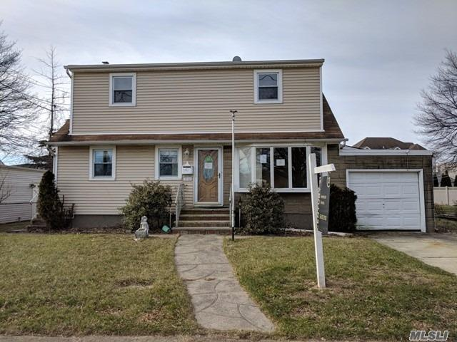 Photo of home for sale at 2766 Terrell Ave, Oceanside NY