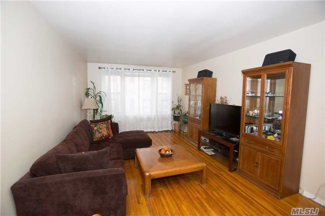 Photo of home for sale at 91 Van Cortlandt Ave W, Bronx NY