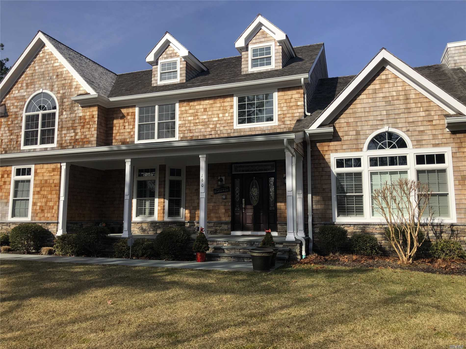 Photo of home for sale at 160 Malloy Dr, East Quogue NY
