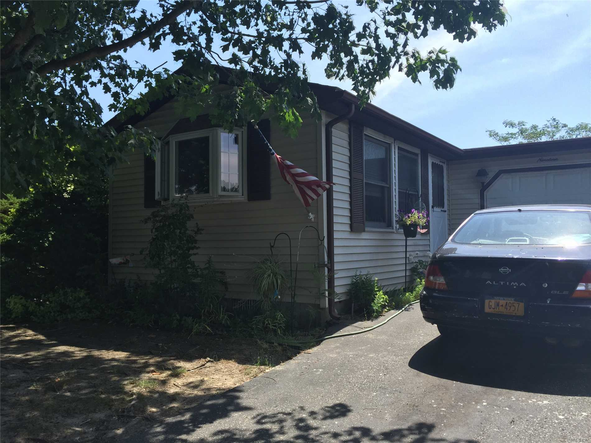 Property for sale at 19 Dogwood Ln, Manorville,  NY 11949