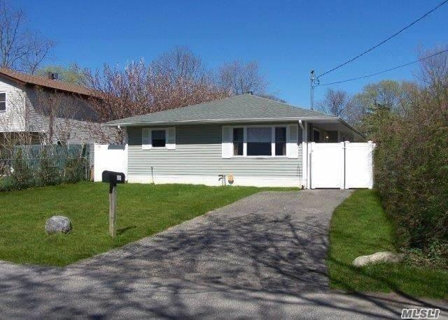 Photo of home for sale at 67 Lakeview Dr, Mastic Beach NY