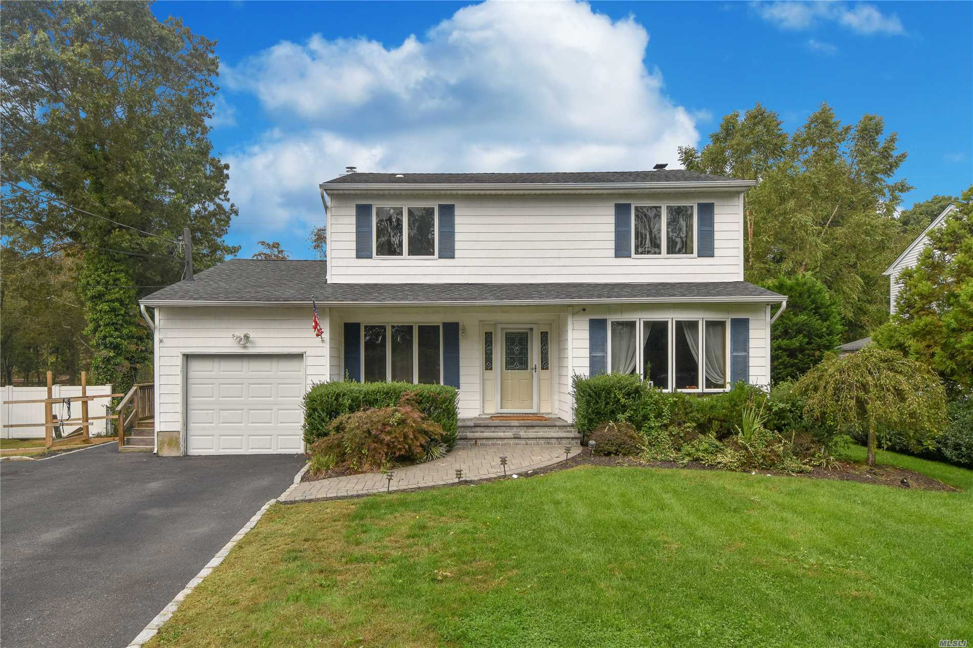 Photo of home for sale at 88 Twin River Dr, Oakdale NY