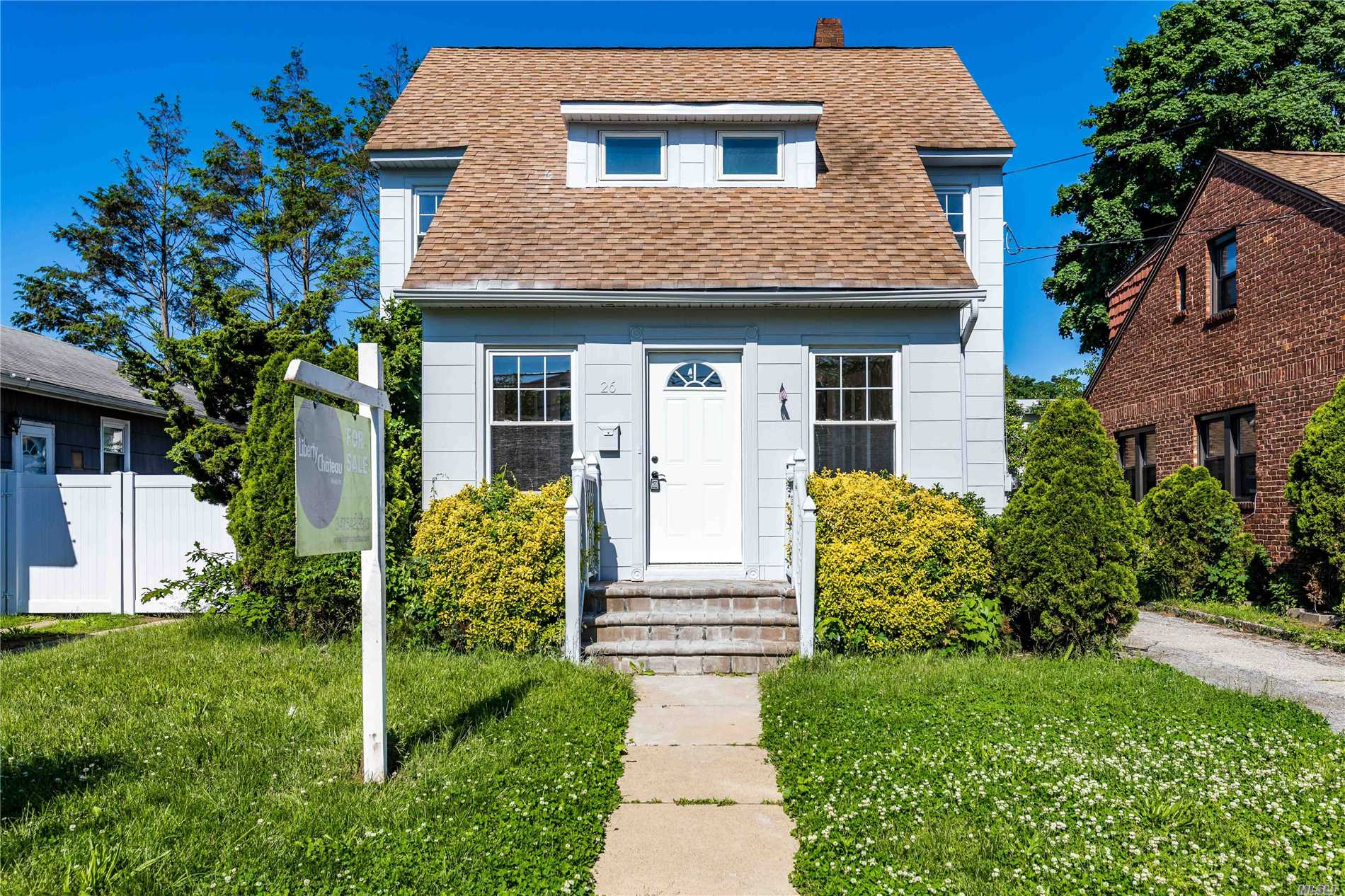 Photo of home for sale at 26 Poplar St, West Hempstead NY