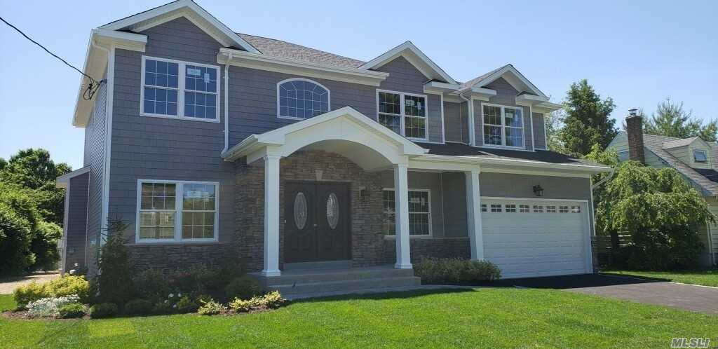 Photo of home for sale at 82 Main Pky, Plainview NY
