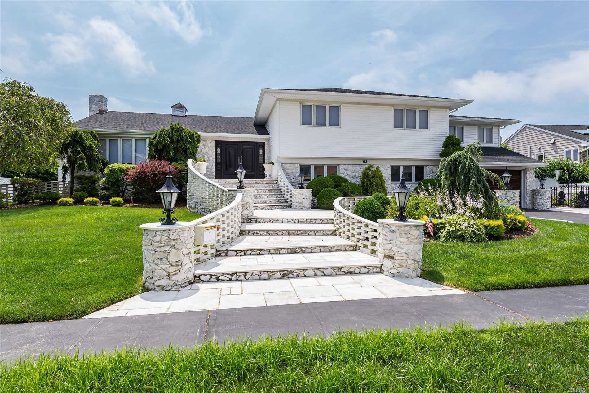 Photo of home for sale at 62 Riviera Dr S, Massapequa NY