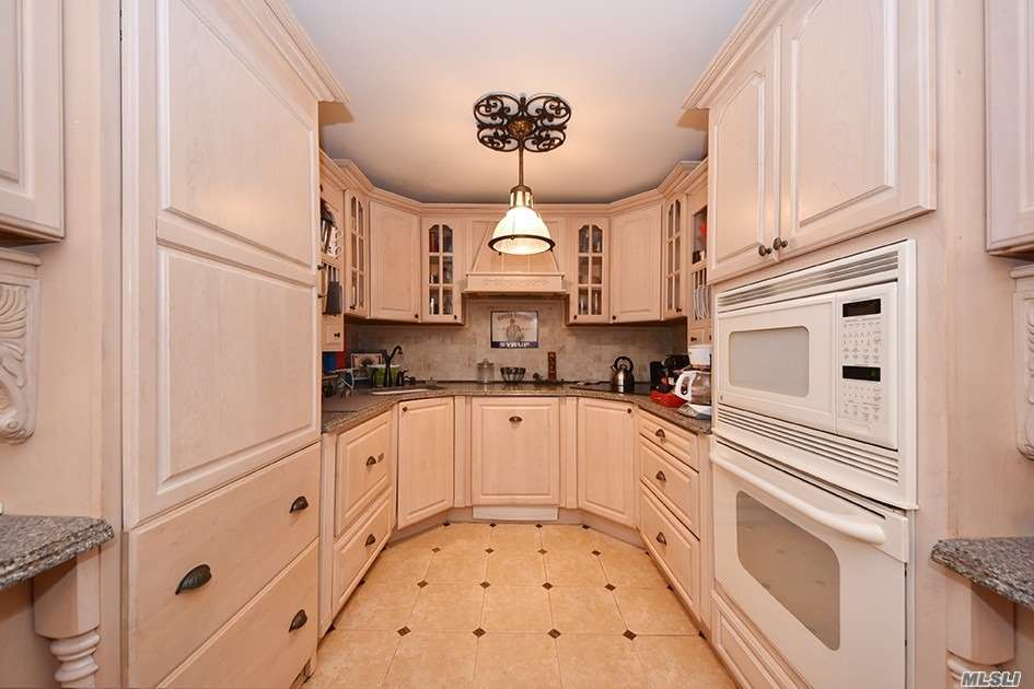 Property for sale at 400 Fulton St, Farmingdale,  NY 11735