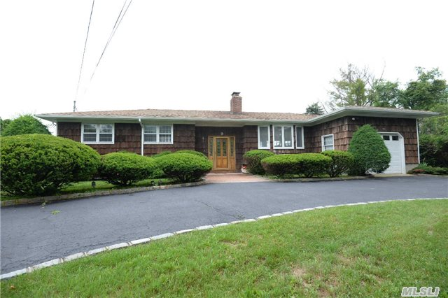 Photo of home for sale at 9 Romana Dr, Hampton Bays NY