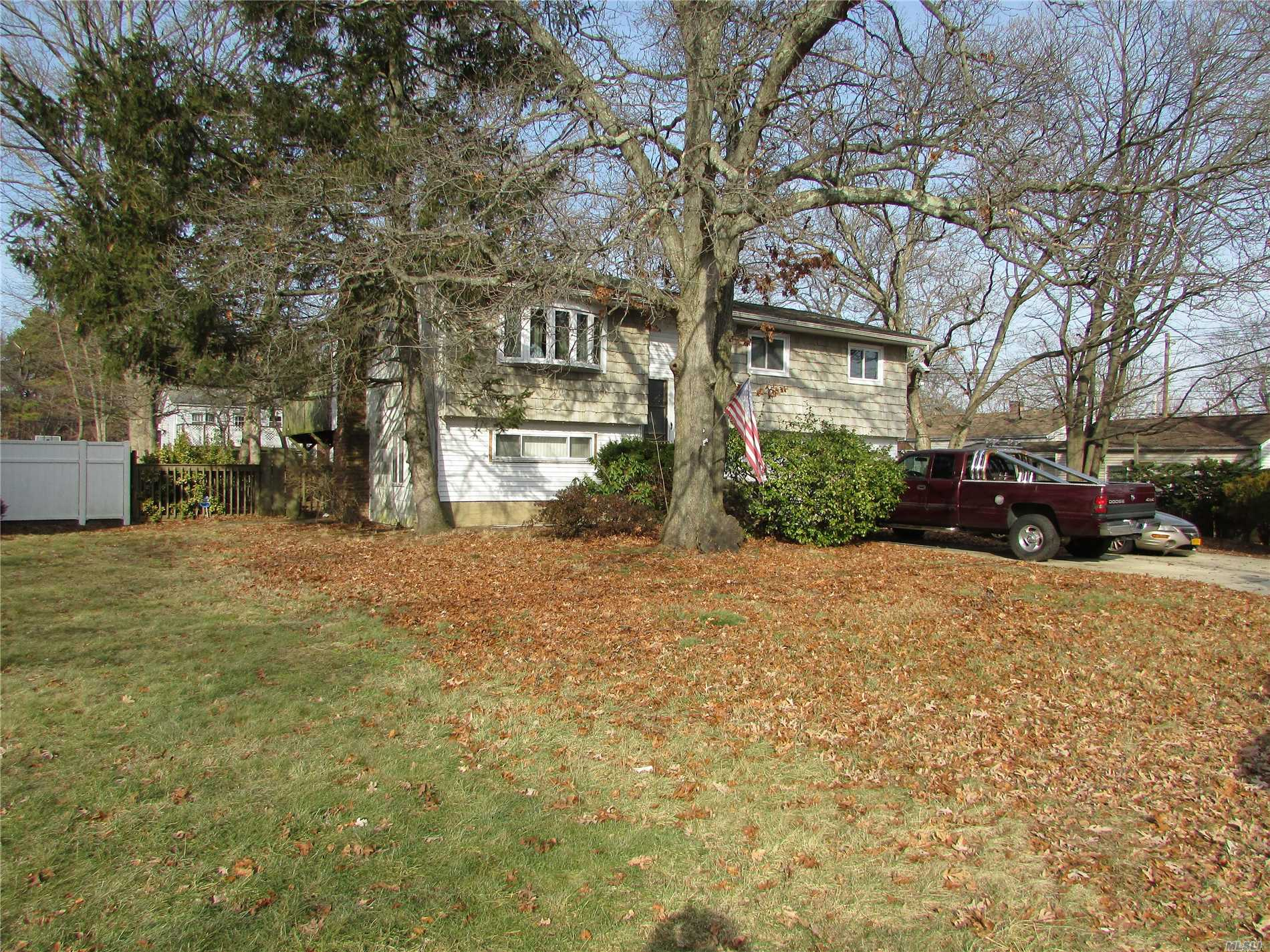 Photo of home for sale at 43 Kentucky Ave, Bay Shore NY