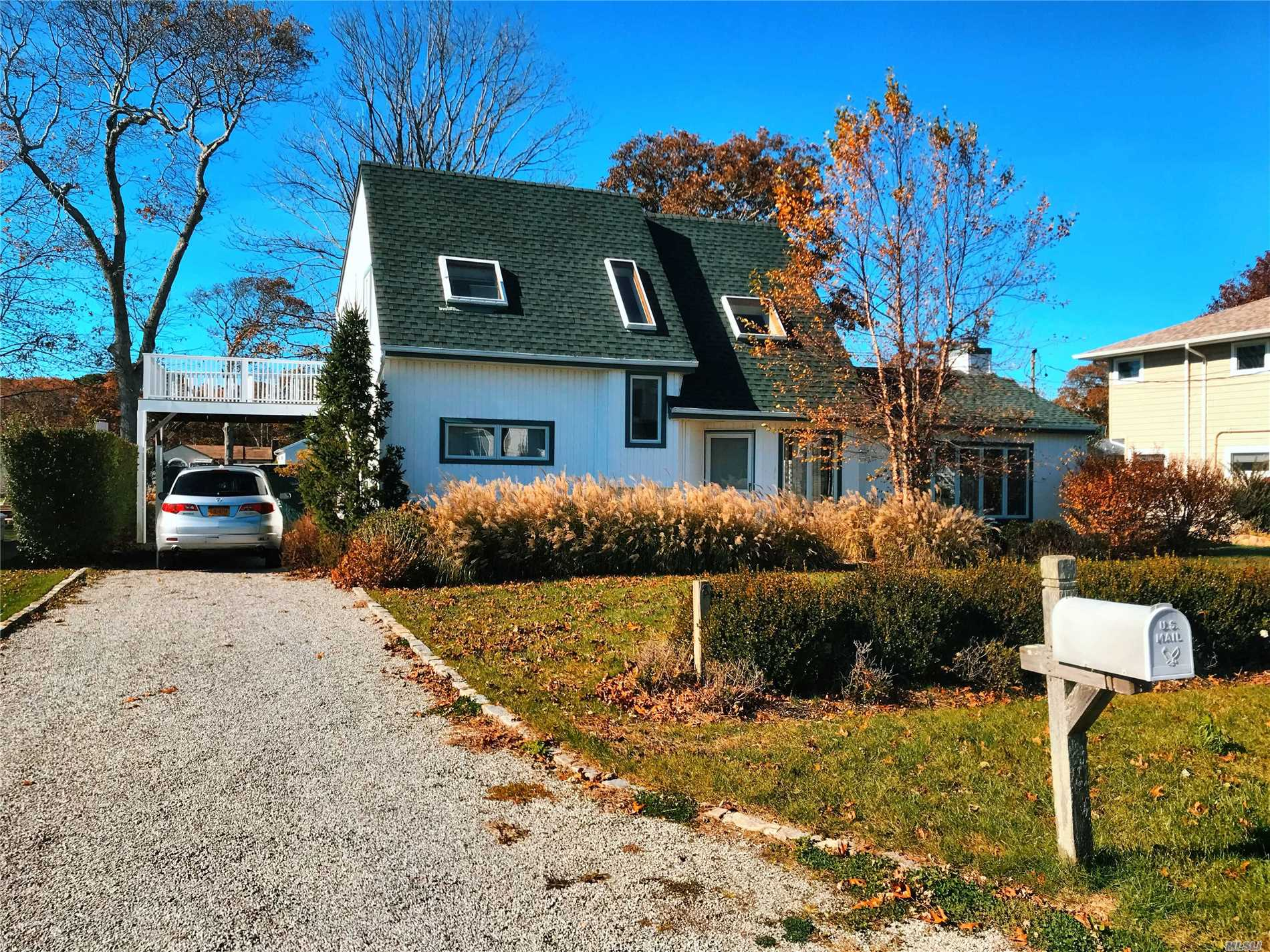 Photo of home for sale at 8 Shinnecock Rd, East Quogue NY