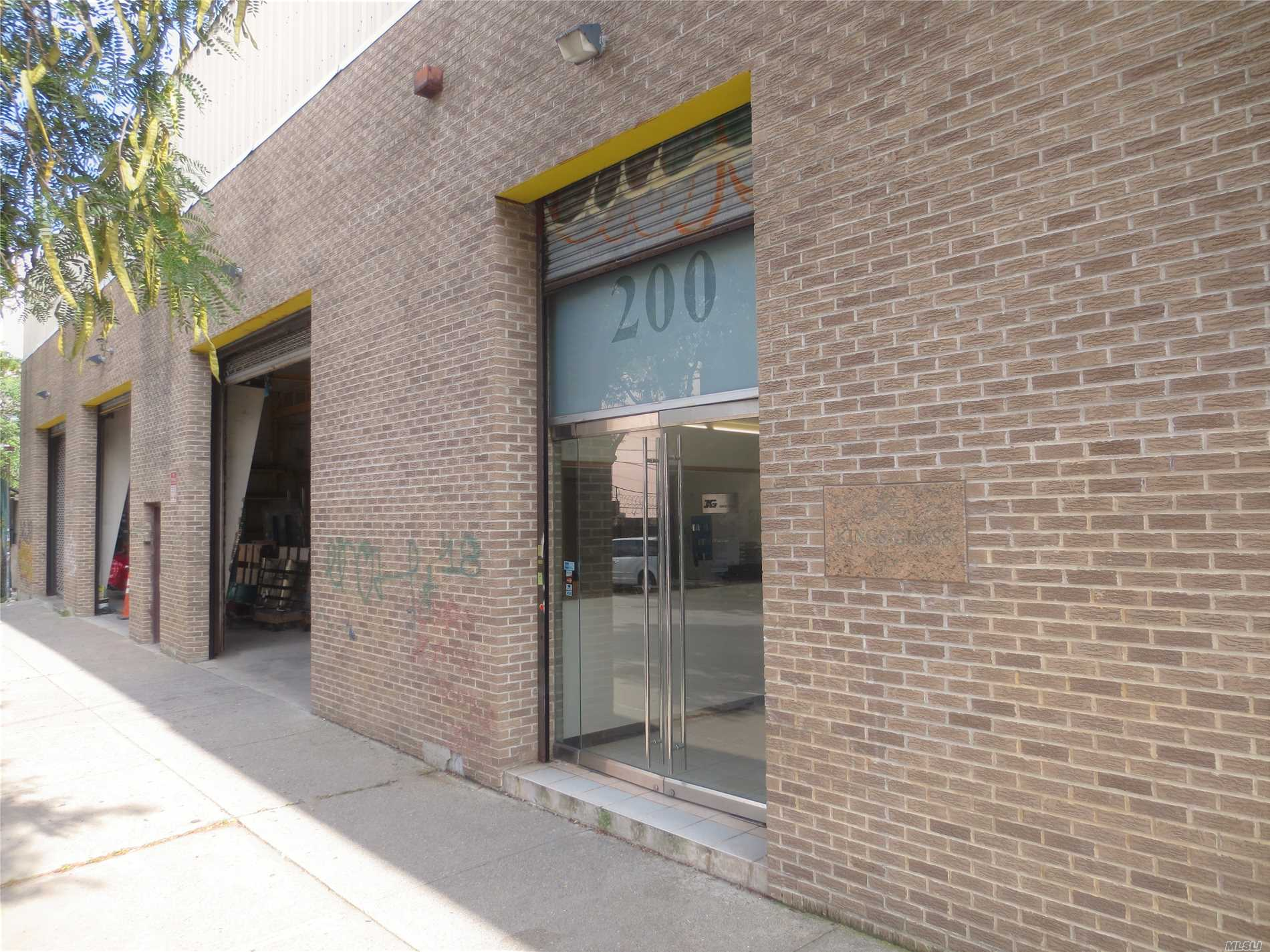 Photo of home for sale at 200 Seigel St, Williamsburg NY
