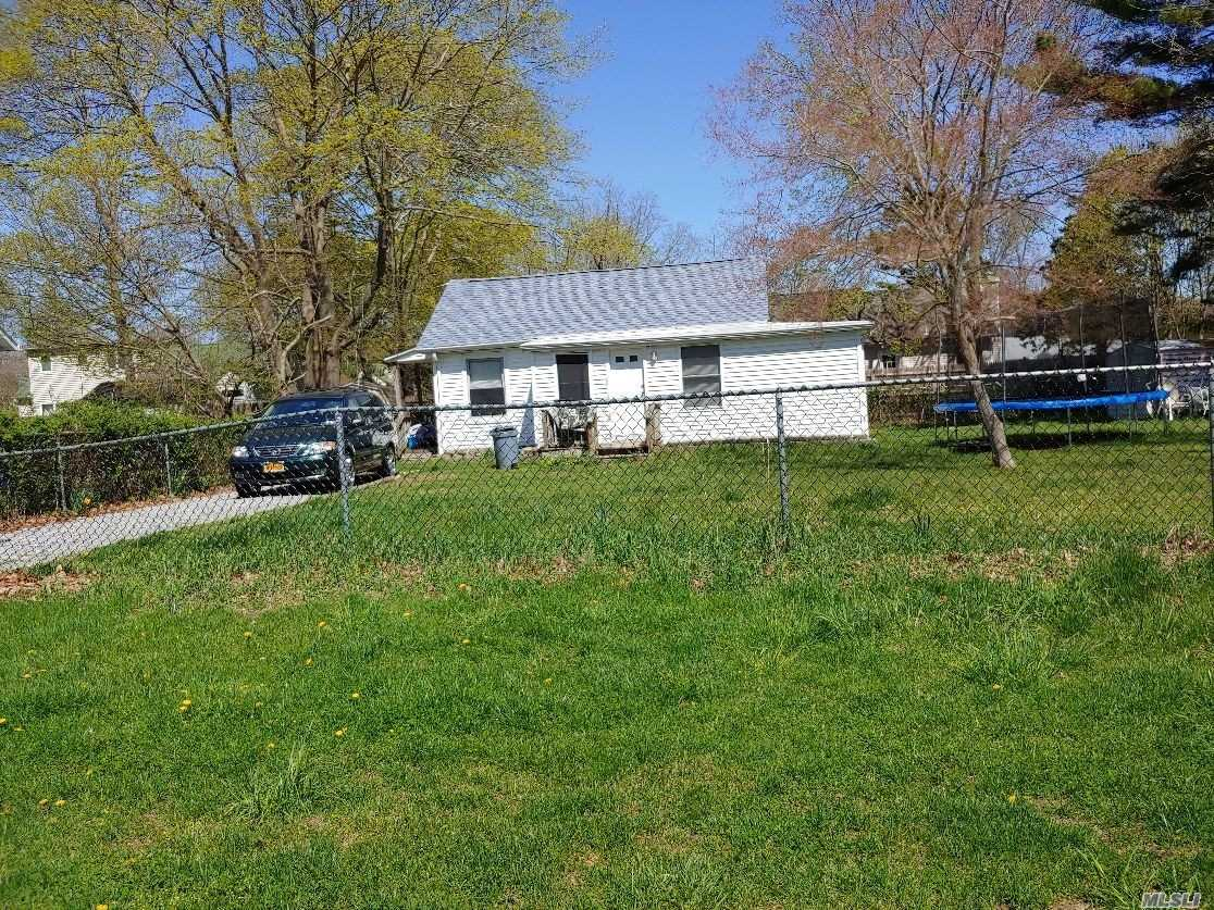Photo of home for sale at 155 Dogwood Rd, Mastic Beach NY