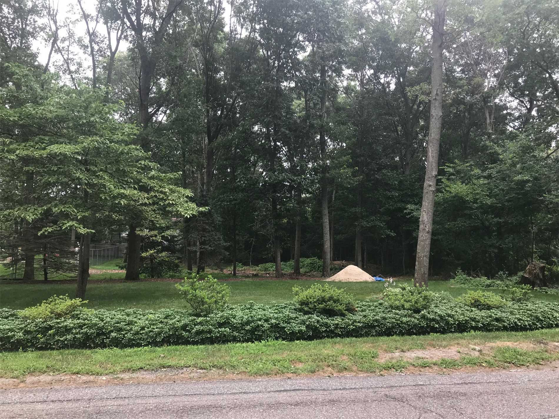 Photo of home for sale at 494 Birch Hollow Dr, Yaphank NY