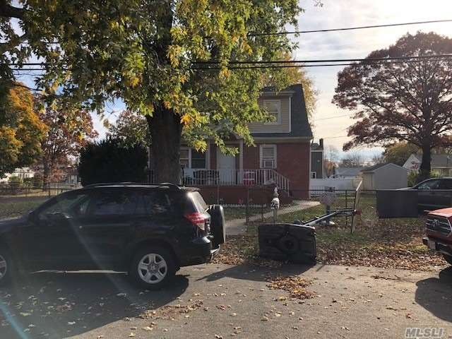 Photo of home for sale at 26 Booker Blvd, Amityville NY