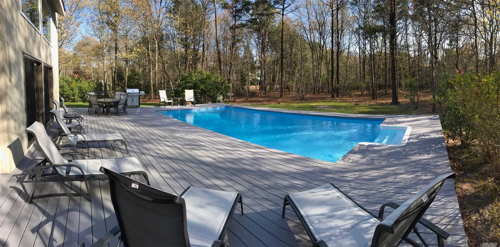 Photo of home for sale at 1 Deer Path, Quogue NY