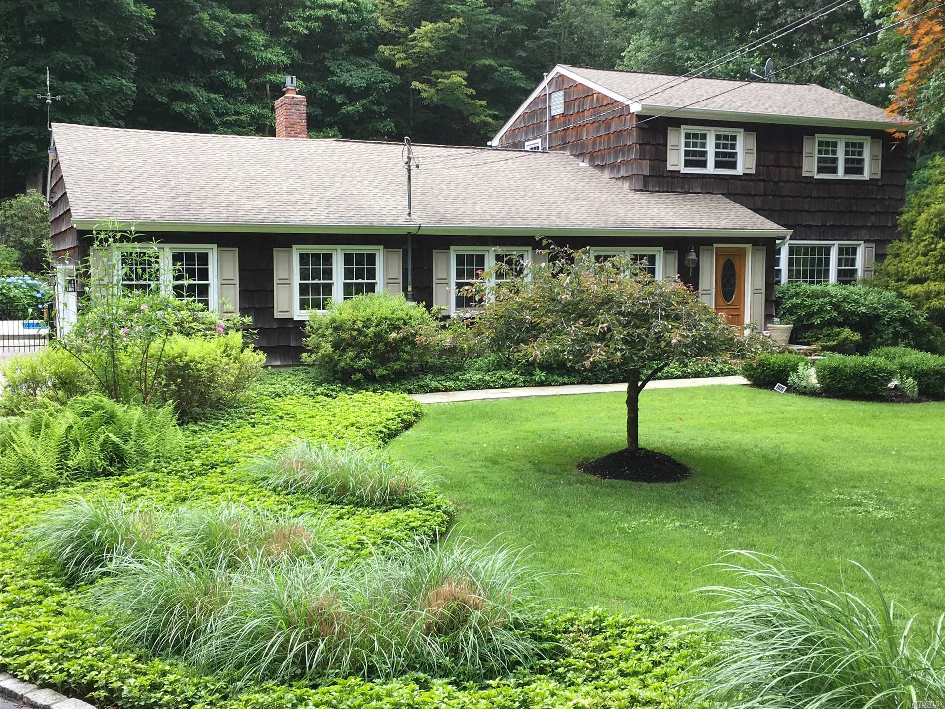 Photo of home for sale at 50 Woodville Rd, Shoreham NY