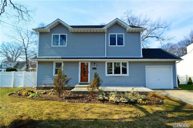 Photo of home for sale at 1852 Emma St, Wantagh NY