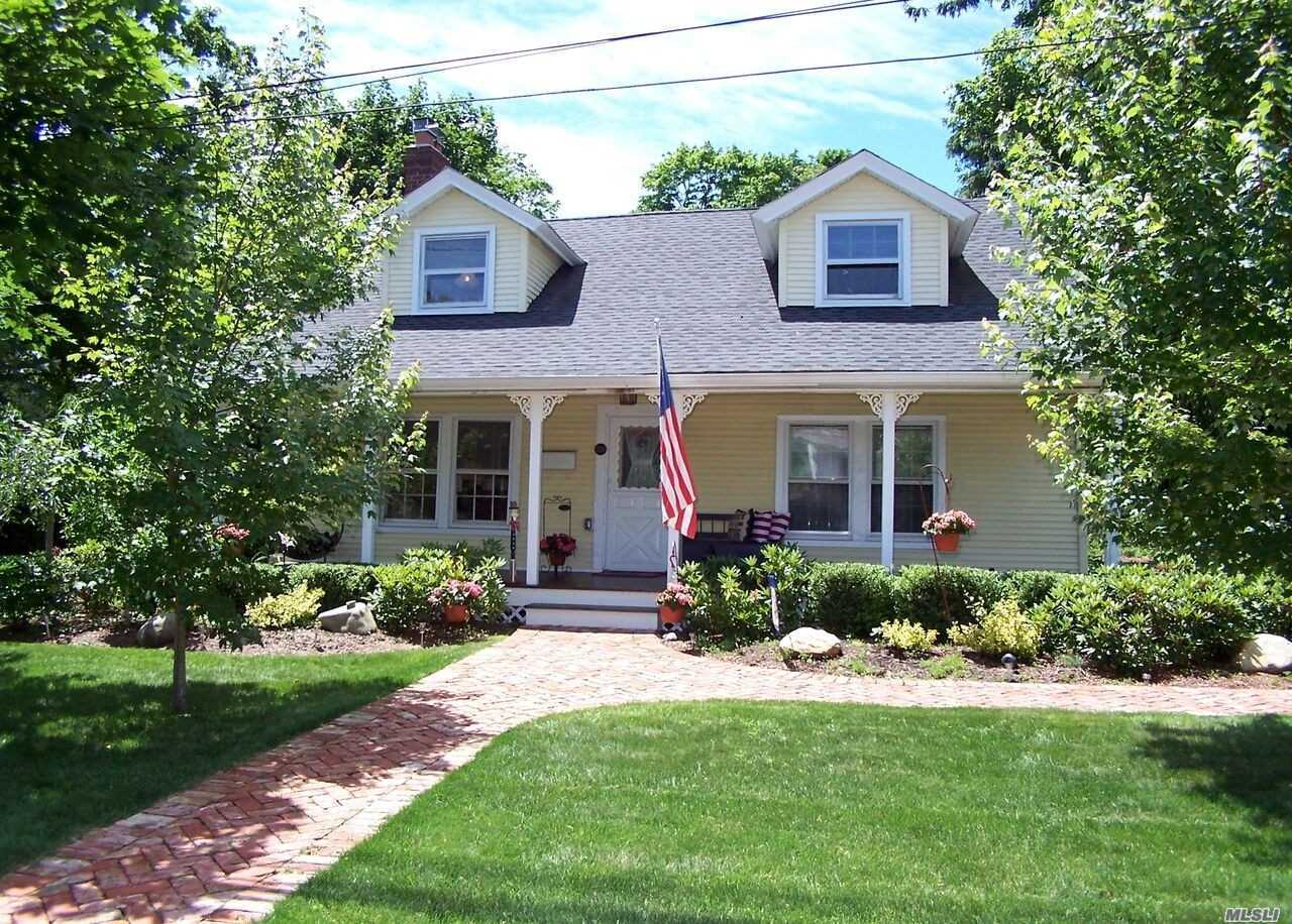 Photo of home for sale at 206 Country Rd S, East Patchogue NY