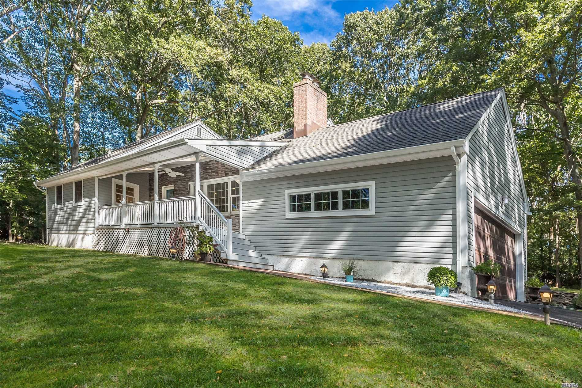 Photo of home for sale at 83 Godfrey Ln, Huntington NY