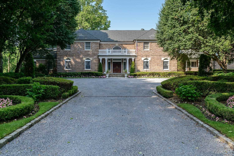 Photo of home for sale at 27 Danton N, Lattingtown NY