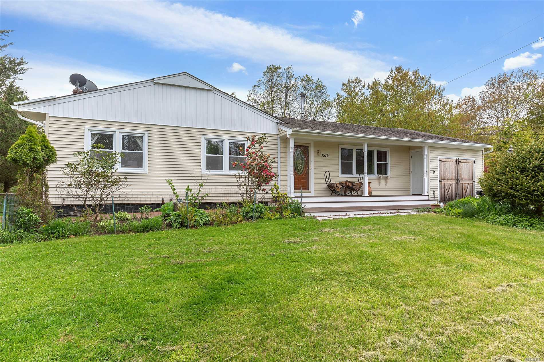 Photo of home for sale at 1515 Henrys Ln, Peconic NY