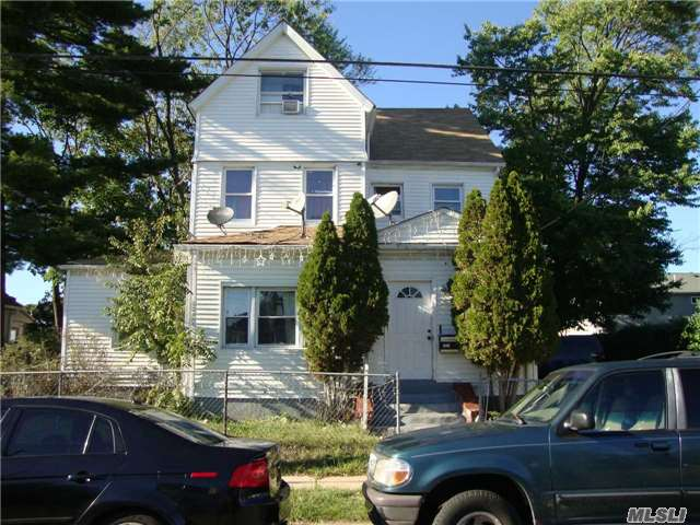 Photo of home for sale at 211 Yale St, Hempstead NY