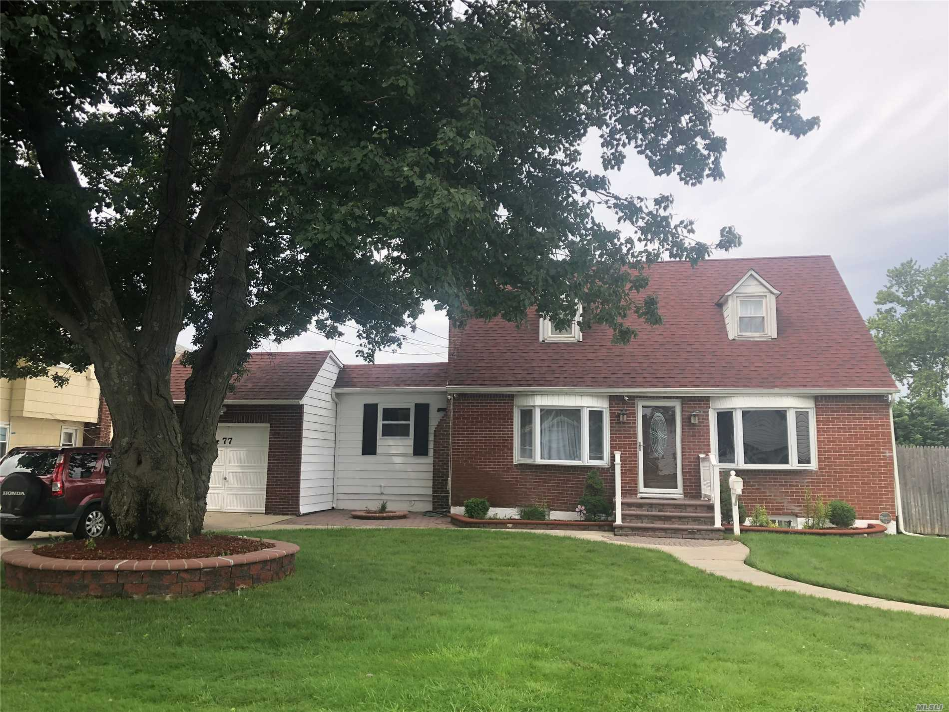 Photo of home for sale at 77 Lafayette St, Copiague NY