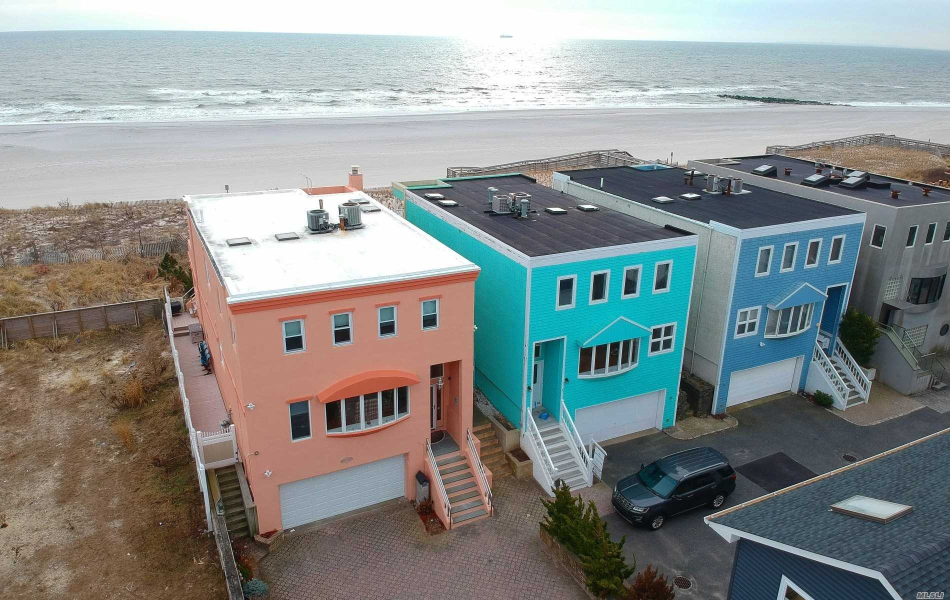Photo of home for sale at 4 Oceanview Ct, Long Beach NY