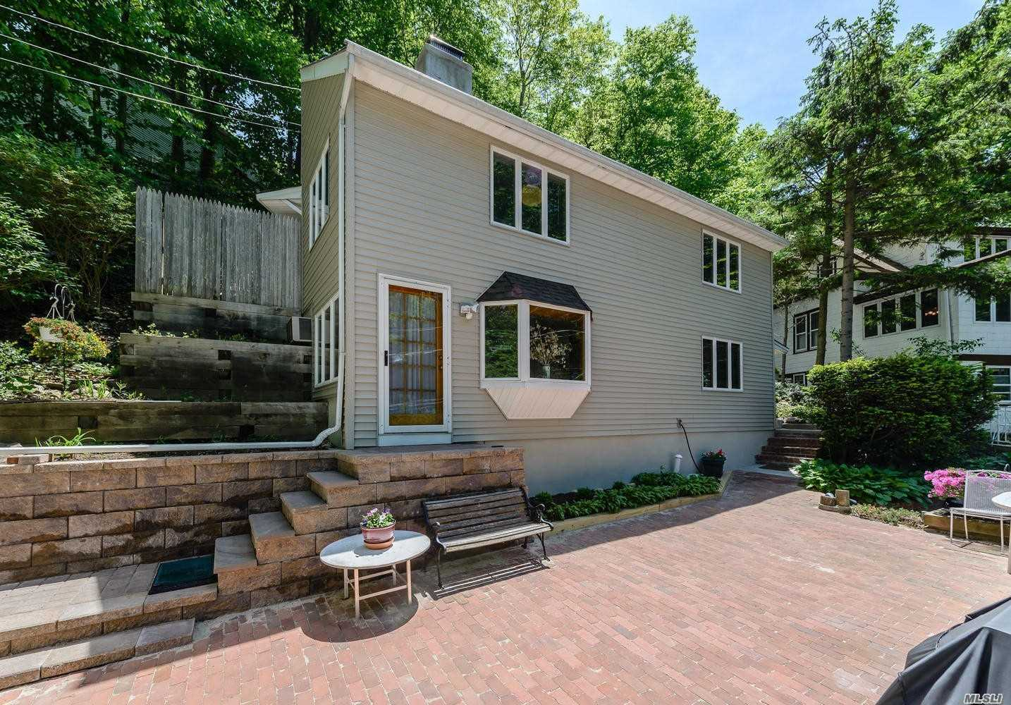 Photo of home for sale at 215 Harding Ct, Centerport NY