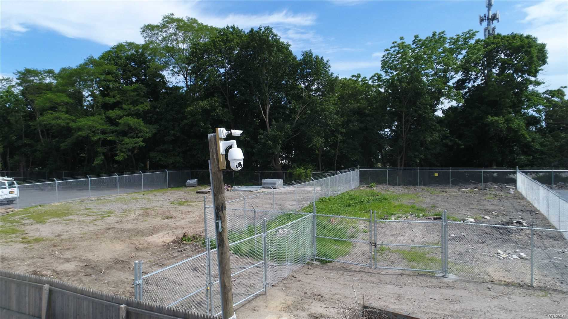 Photo of home for sale at 122 Railroad Ave, Center Moriches NY