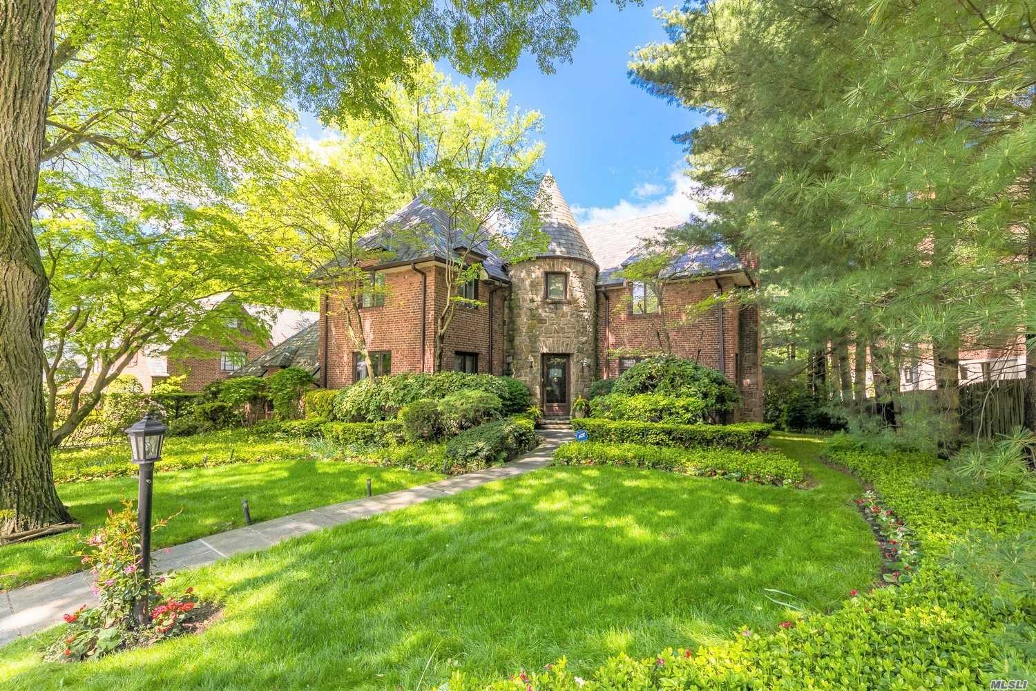 Property for sale at Great Neck,  New York 11021