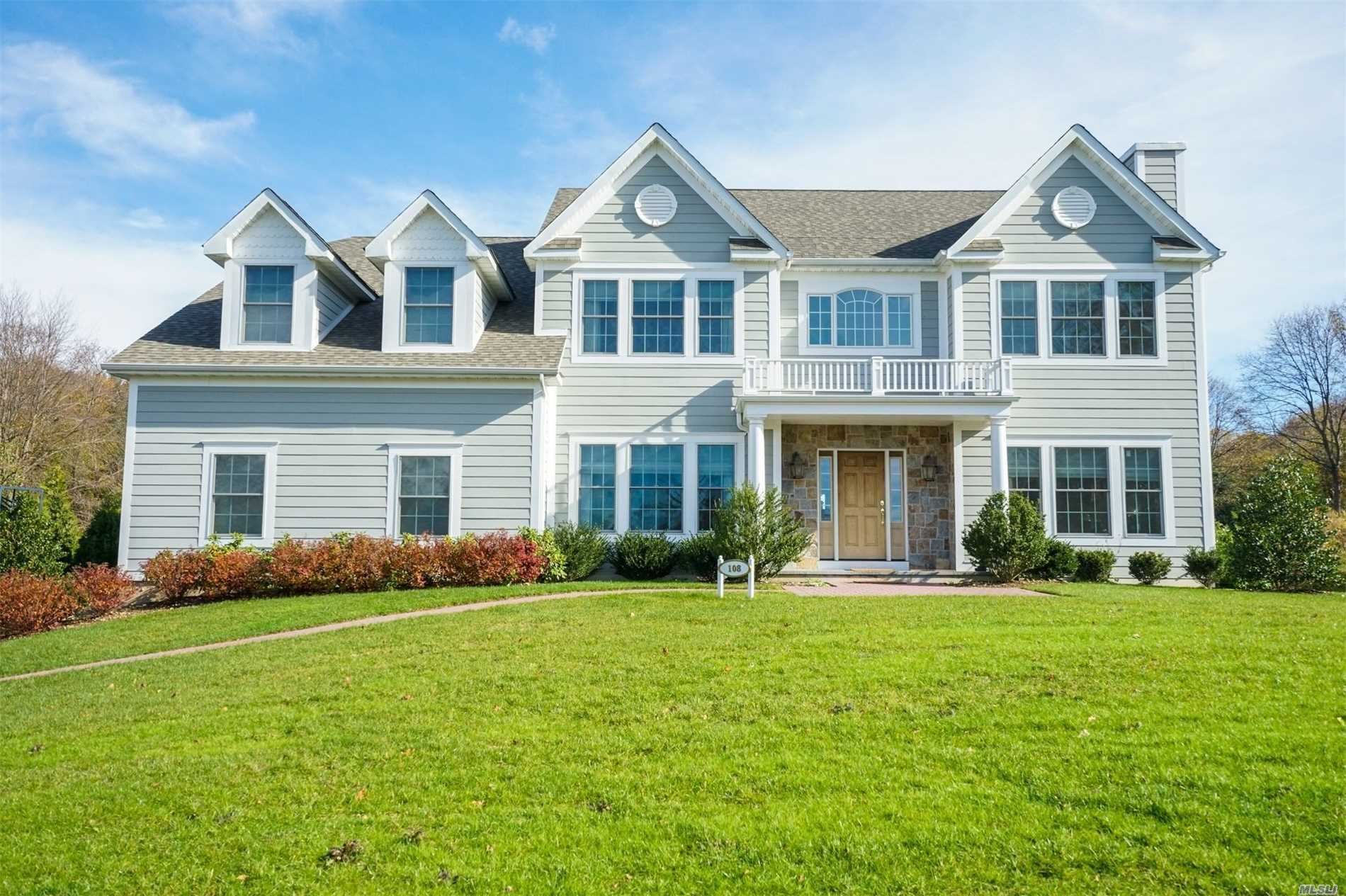 Photo of home for sale at 108 Woods Ct, Glen Head NY
