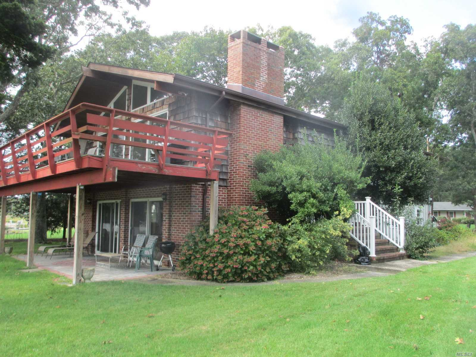Photo of home for sale at 3830 Ole Jule Ln, Mattituck NY