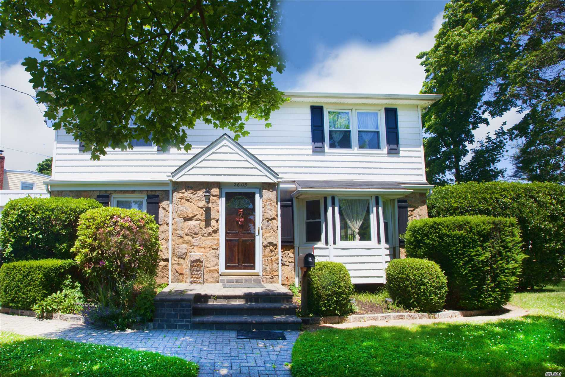 Photo of home for sale at 2605 7th Ave, East Meadow NY